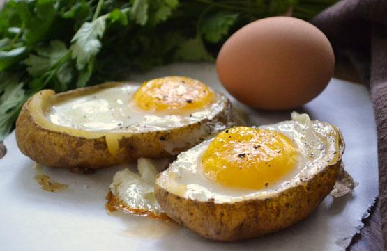 eggs-baked-in-potato-shells-1